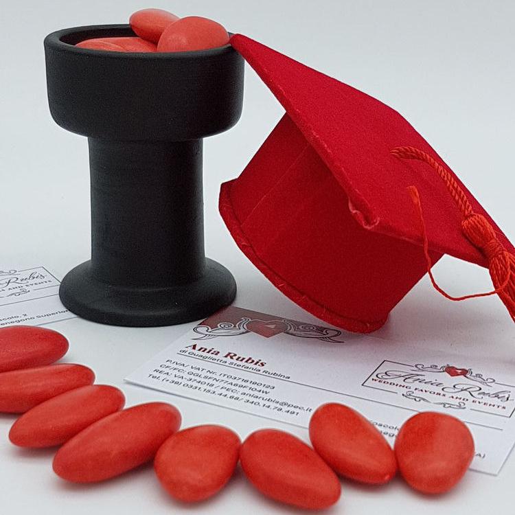 Cappello rosso, tocco Laurea senza confetti