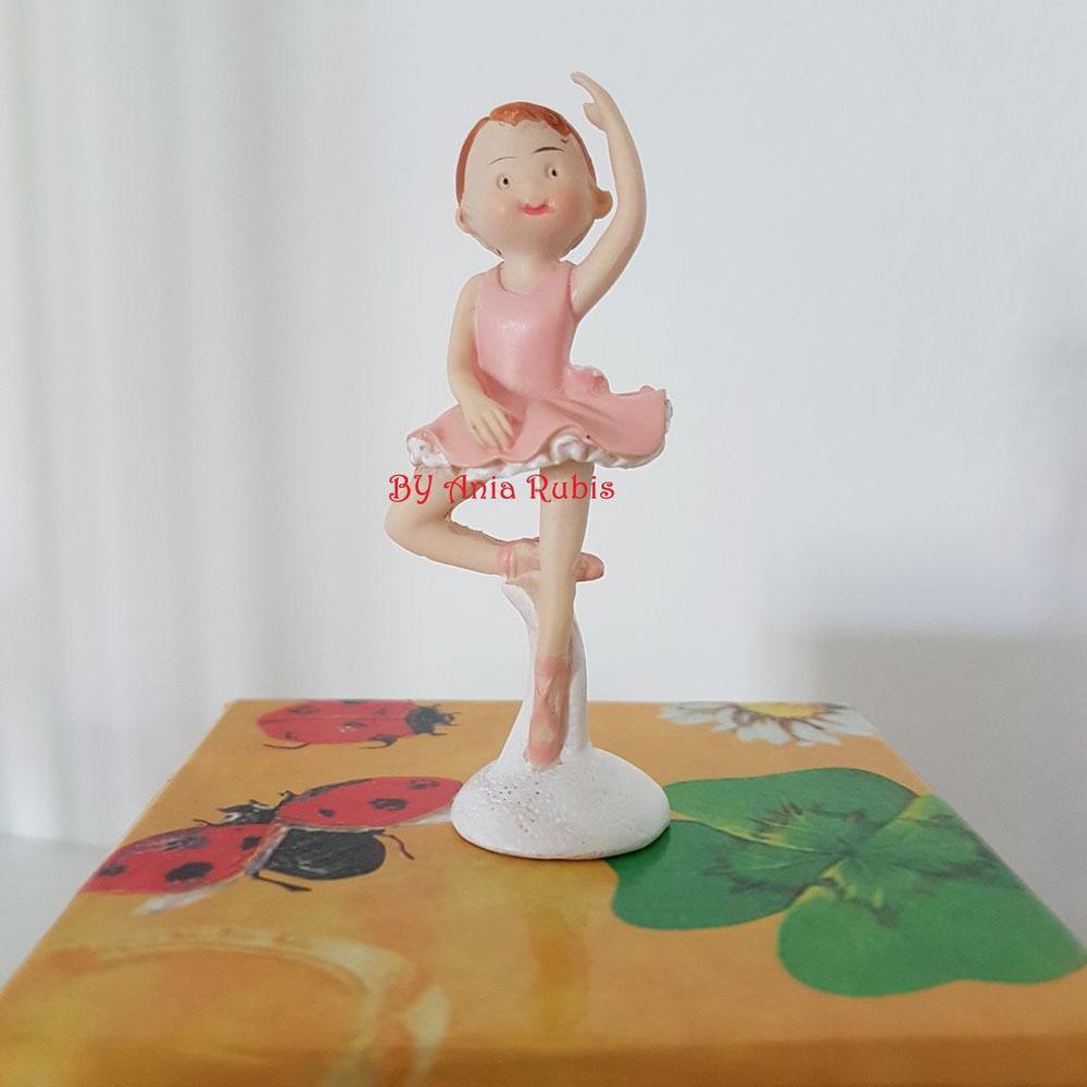 Ballerina danzante senza confetti